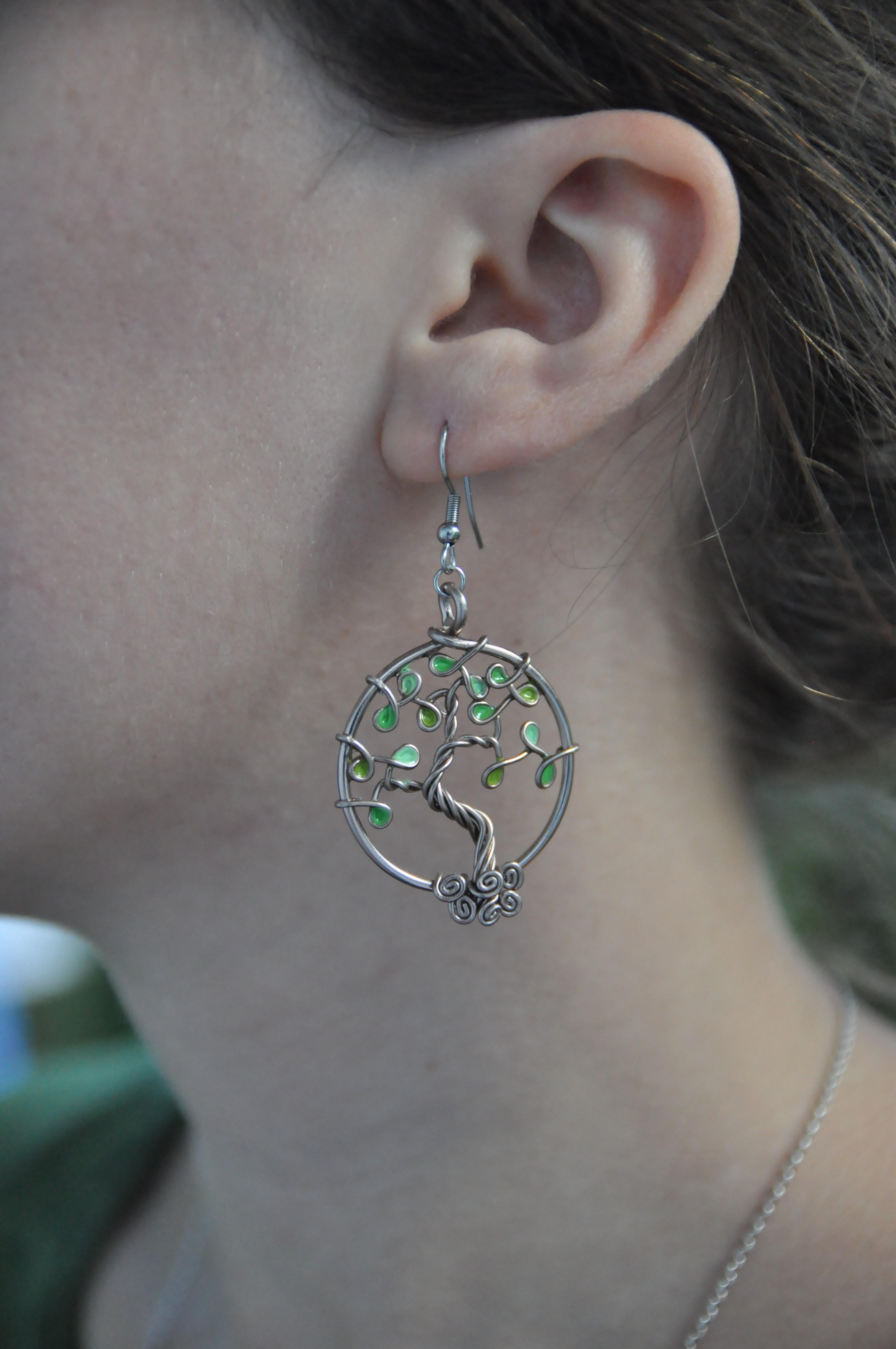 Boucles d'oreilles – Feuilles vertes (camaïeu) – Fil Marron clair