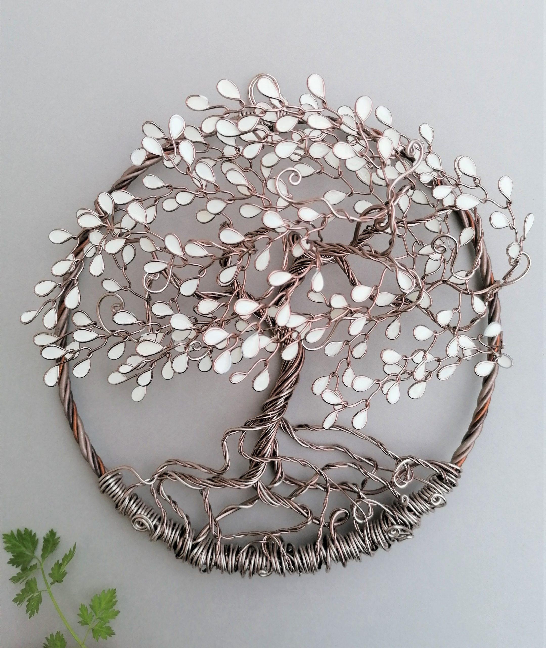 Relief 20cm – Feuilles blanches – Marron clair