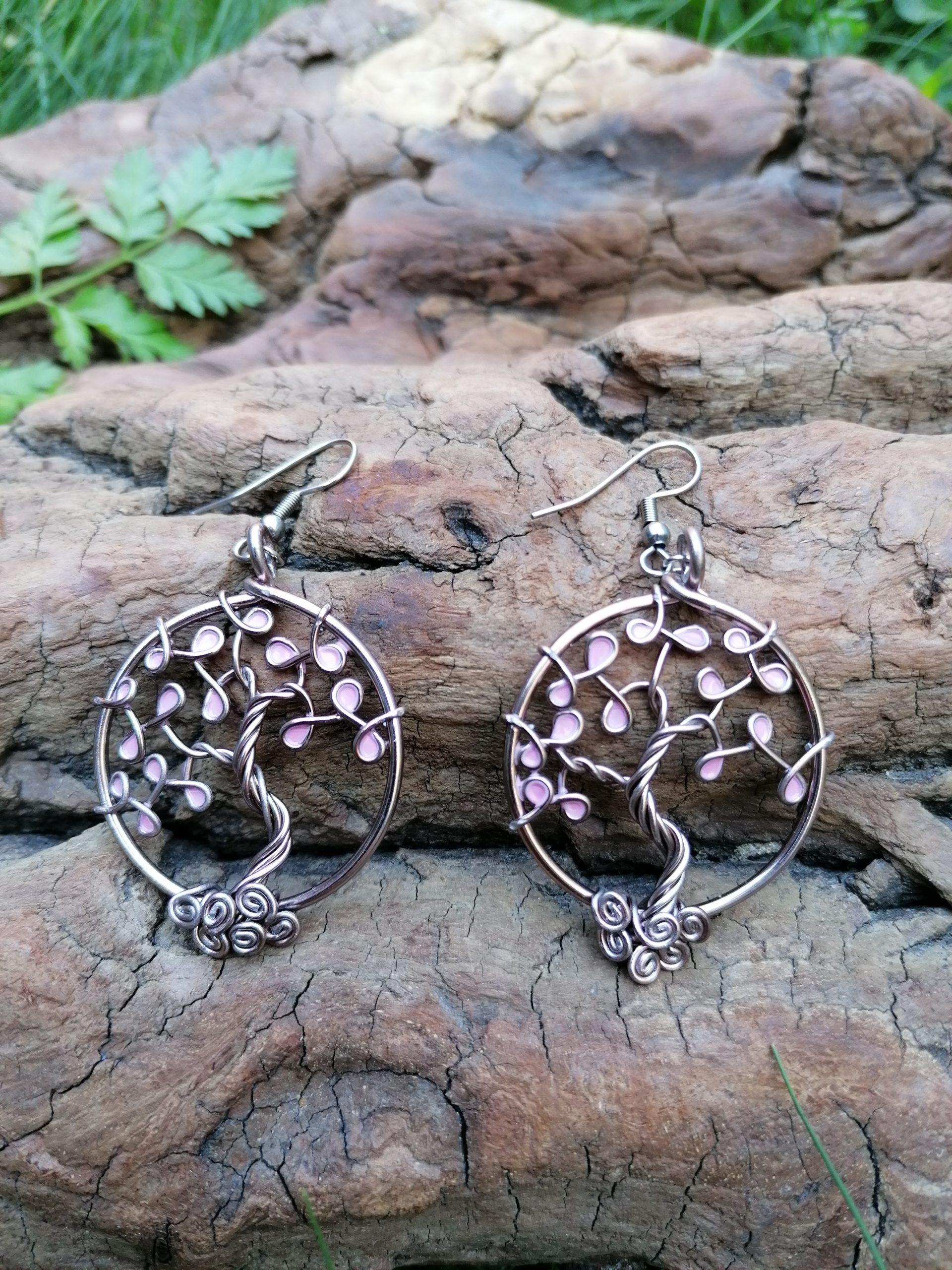 Boucles d'oreilles – Feuilles roses pâles – Fil Marron clair