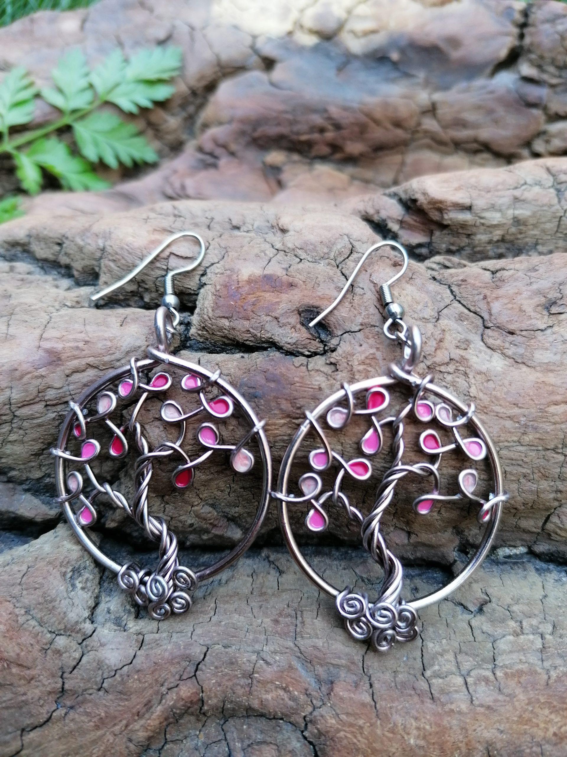 Boucles d'oreilles – Feuilles roses (camaïeu) – Fil Marron clair