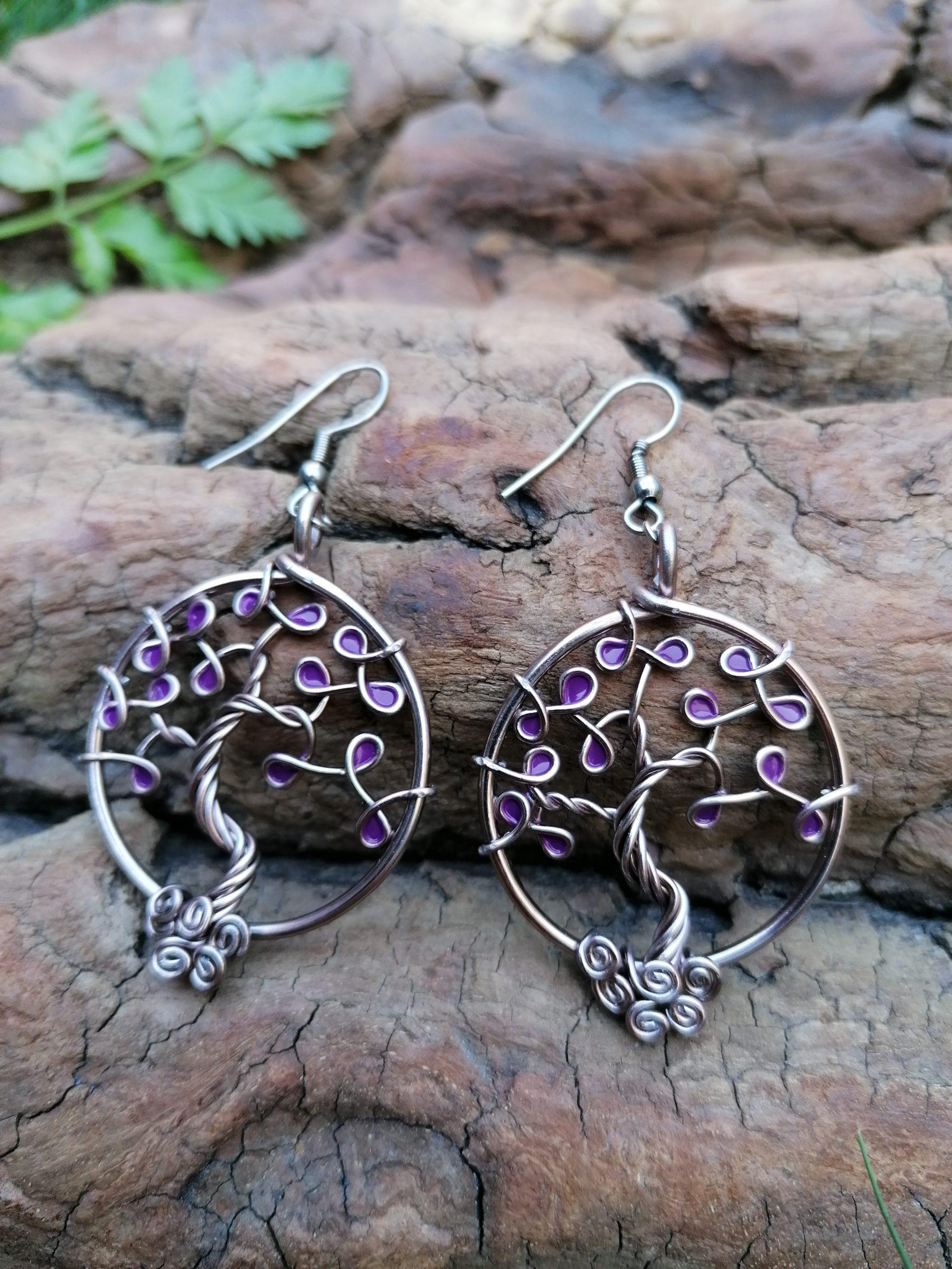 Boucles d'oreilles – Feuilles violettes – Fil Marron clair